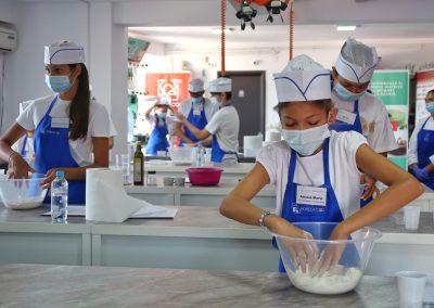 """Horeca School, şcoală de formare profesională în HoReCa, a dezvoltat un proiect de educaţie culinară pentru copii prin cursuri sau tabere. """"Preţul variază între 1.200-1.300 de lei/copil."""""""